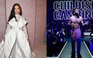 Rihanna é gente como a gente curtindo o show de Childish Gambino em seu evento beneficente, Diamond Ball!