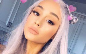 Ariana Grande desabafa em uma série de tweets emocionantes :(