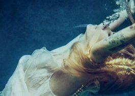 SAIU! Avril Lavigne canta sobre luta contra doença em Head Above Water, seu novo single