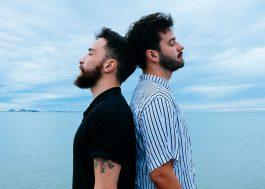 Duo Cais canta sobre o fim de um relacionamento LGBT em Estrada, seu novo single; conheça!