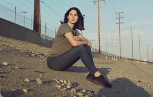 Lana Del Rey revela título do novo disco e diz que planeja lançar livro de poesias