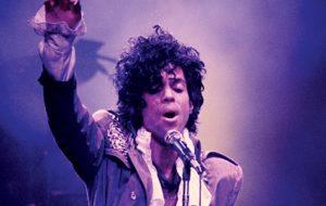 Chris Martin, St. Vincent, H.E.R, Foo Fighters e mais fazem tributo emocionante a Prince