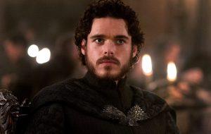 Richard Madden diz que não ganhou lá muito dinheiro vivendo Robb Stark em Game of Thrones