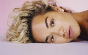 Rita Ora divulga tracklist de Phoenix, seu novo álbum; vem ver