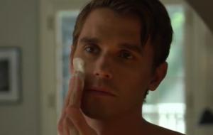 Antoni Porowski, de Queer Eye, está todo Psicopata Americano no teaser de nova série da Netflix