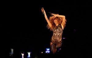 Shakira faz show em São Paulo com hits e celebração à latinidade