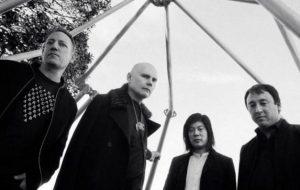 Smashing Pumpkins faz cover de Bowie, Led Zeppelin e Fleetwood Mac em show; assista!
