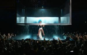 Halsey faz chover em sua 1ª apresentação de Without Me no EMA 2018!