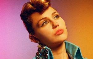 Miley Cyrus divulga mais um teaser de Nothing Breaks Like a Heart, sua nova música!
