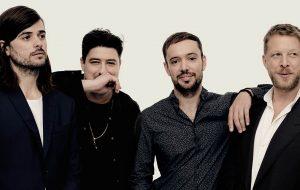 Falamos com o Mumford & Sons sobre Delta, seu novo álbum, evolução musical e volta ao Brasil!