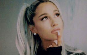 """Ariana Grande diz que clipe de thank u, next sairá em """"um futuro próximo"""""""