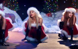 SAIU! Ariana Grande reproduz cena de Jingle Bell Rock e mais no clipe de thank u, next