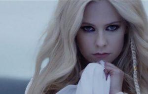 Avril Lavigne lança prévias de 3 músicas e fala um pouco sobre cada uma