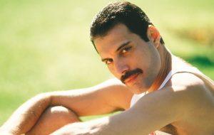 Toma aqui estas fotos para provar que Freddie Mercury era um baita homão
