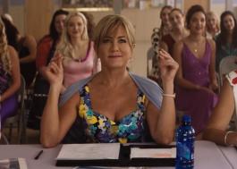 Jennifer Aniston é jurada de um concurso de beleza no divertido Dumplin', novo filme da Netflix!