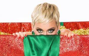 Katy Perry compartilha a primeira imagem promocional do clipe de Cozy Little Christmas!