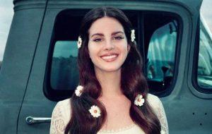 Lana Del Rey conta quando nova música será lançada e publica trecho; vem ouvir!