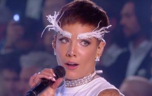 Halsey critica Victoria's Secret por falta de inclusão LGBT em desfile