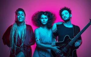 Conversamos com As Bahias e a Cozinha Mineira sobre novo álbum, música brasileira e violência LGBT