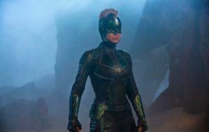 Brie Larson aparece com visual moicano em nova foto de Capitã Marvel