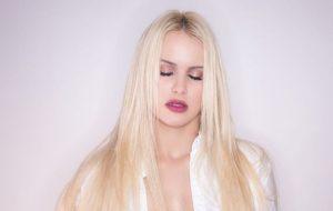 Batemos um papo com a Francinne sobre mulheres no pop, featurings e novo single