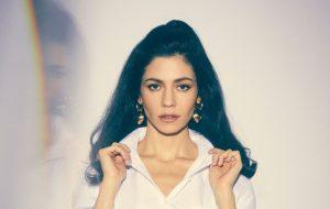 """Marina fala sobre comeback à Dazed e faz suspense em postagem: """"8 dias"""""""