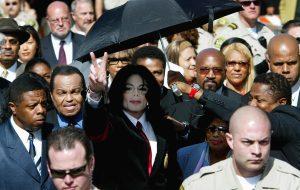 """Família de Michael Jackson critica documentário sobre o cantor e chama de """"linchamento público"""""""