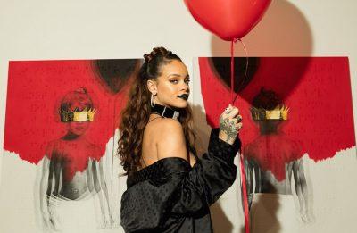 """A era sucedeu """"Unapologetic"""" (2012) e teve início com o single """"Work"""" (Christopher Polk / Getty Images)"""