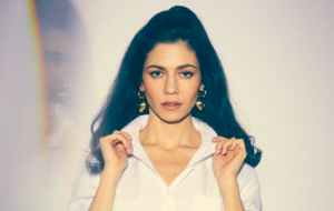 Ela voltou! Vem ouvir Handmade Heaven, nova música da Marina (ex-And The Diamonds)