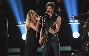Que lindos! Shawn Mendes e Miley Cyrus cantam In My Blood juntos no Grammy