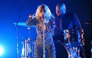Lady Gaga faz apresentação arrepiante de Shallow no Grammy 2019; assista!
