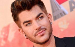 """Adam Lambert está de volta com novo single sentimental, """"Feel Something"""""""