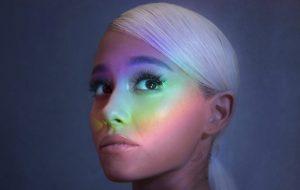 Ariana Grande responde críticas após ser acusada de explorar público LGBTI+
