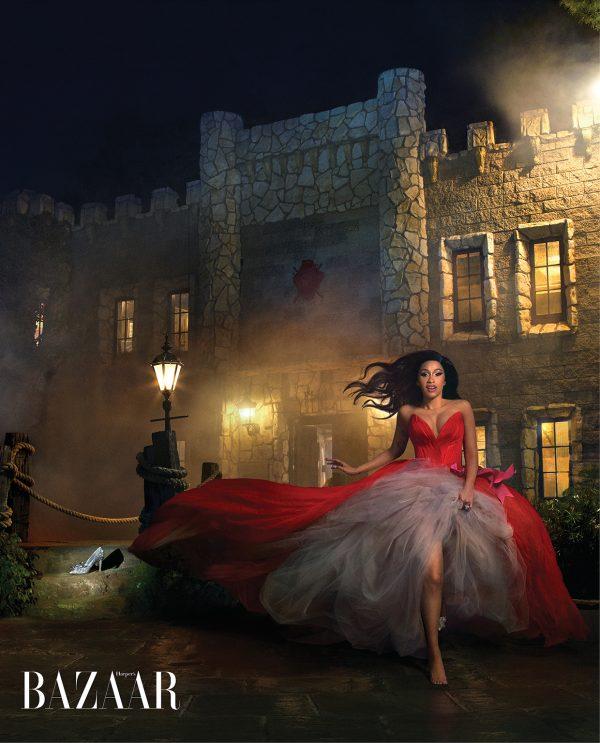Com inspiração em princesas, Cardi B faz photoshoot incrível para a edição de março da Harper's Bazaar