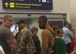 Frank Ocean está no Brasil e foi visto no Aeroporto do Rio de Janeiro!