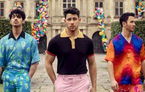Para tudo! Jonas Brothers anuncia retorno e música nova será lançada nessa madrugada