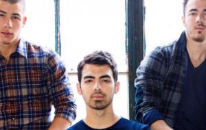 S.O.S! Jonas Brothers planejam uma reunião após seis anos separados, diz site
