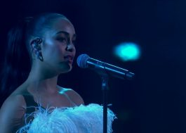 "Jorja Smith nos fez chorar com o live emocionante de ""Don't Watch Me Cry"" no BRIT Awards"