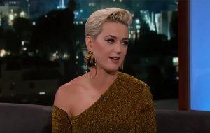 Katy Perry diz que Orlando Bloom se atrapalhou todo ao pedi-la em casamento