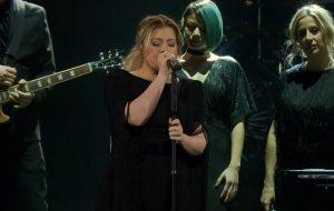 Kelly Clarkson faz cover maravilhoso de Shallow, da Lady Gaga; vem ver!