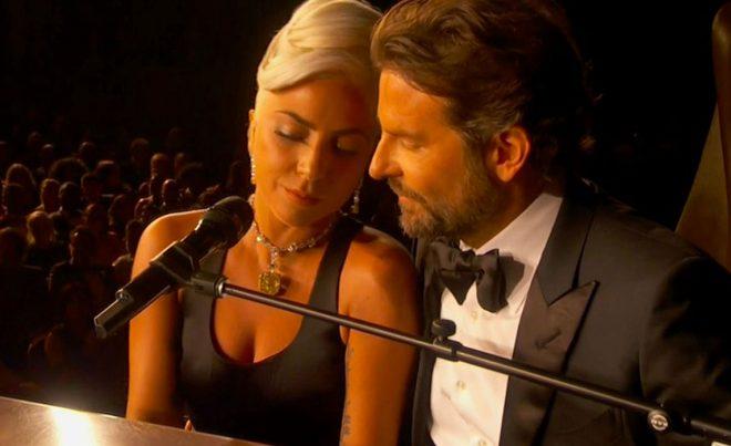 Nessa imagem são observados Lady Gaga e Bradley Cooper, estrelas do filme Nasce uma estrela,ganhador de um oscar, que performaram a música Shallow na cerimônia
