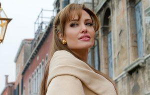 Angelina Jolie publica texto pedindo apoio para mulheres do Afeganistão