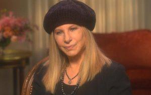 Após repercussão, Barbra Streisand esclarece comentário sobre denúncias de abuso contra Michael Jackson