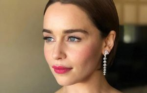 Emilia Clarke revela que sobreviveu a duas cirurgias no cérebro