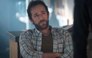 "Morte de Luke Perry será abordada nos próximos episódios de ""Riverdale"""