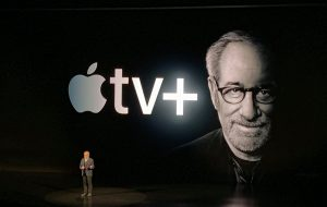 Apple lança streaming poderoso com Spielberg, Oprah, Jennifer Aniston e outros no elenco