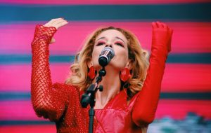 Em tom político, Letrux entrega show intenso no Lollapalooza