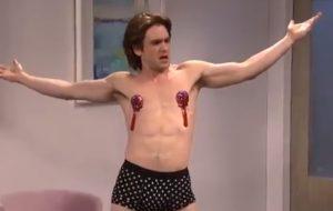 "Kit Harington usa fantasia burlesca e brinca com spoilers de ""Game of Thrones"" no SNL"