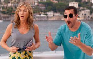 """Adam Sandler e Jennifer Aniston vivem loucuras em férias no trailer de """"Mistério no Mediterrâneo"""""""