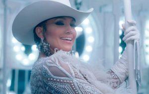 """Jennifer Lopez vai receber título de """"Ícone da Moda"""" no CFDA Fashion Awards 2019"""